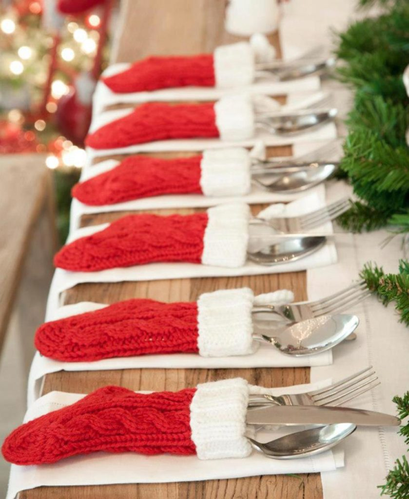 diy-christmas-table-decor-stockings